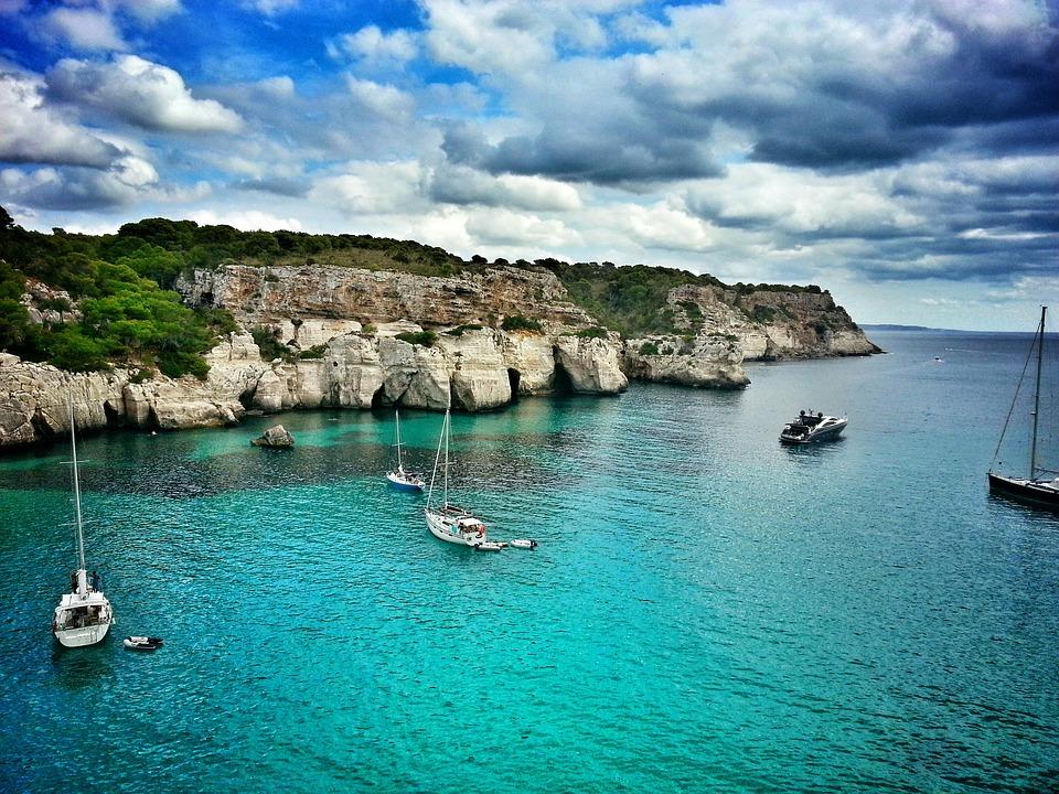 ¡Disfruta del viaje con Balearia!